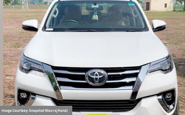 yuvraj-hans-mansi-sharma-new-car